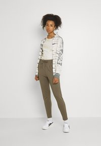 ONLY - POPTRASH EASY COLOUR PANT - Trousers - bungee cord - 1