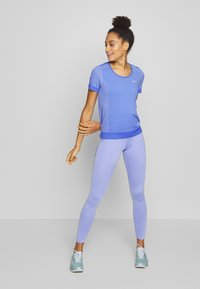 Nike Performance - SWOOSH-RUNNING TIGHT  - Tights - light thistle