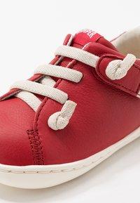 Camper - PEU CAMI - Zapatos de bebé - red - 2