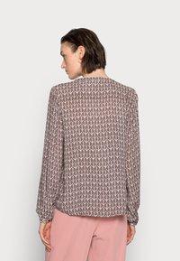 Kaffe - MARLU BLOUSE - Blouse - shopping bag / chalk fan print - 2