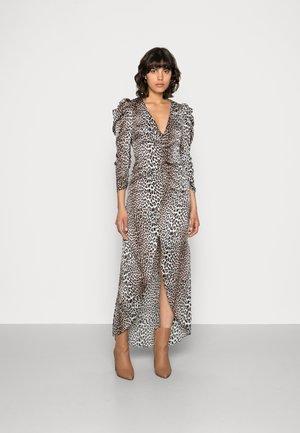 VICTORIA DRESS LEO - Maksimekko - brown/copper