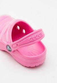 Crocs - CLASSIC NEO PUFF - Pool slides - pink lemonade - 5