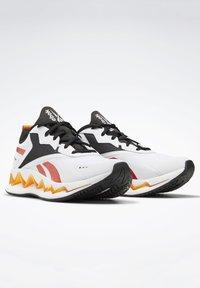 Reebok - ZIG ELUSION ENERGY SHOES - Chaussures de running neutres - white - 6