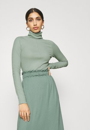 CAROL TURTLENECK - Langærmede T-shirts - green