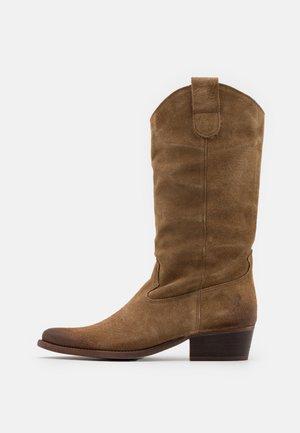 WEST - Kovbojské/motorkářské boty - marvin stone