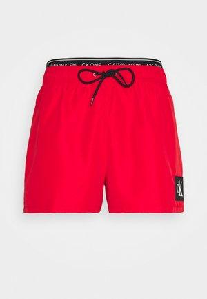 SHORT DOUBLE - Badeshorts - fierce red