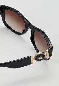 Versace - Occhiali da sole - black/brown - 4