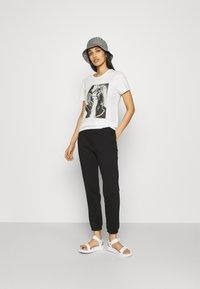Even&Odd - HIGH WAIST LOOSE FIT SWEAT PANTS - Tracksuit bottoms - black - 1