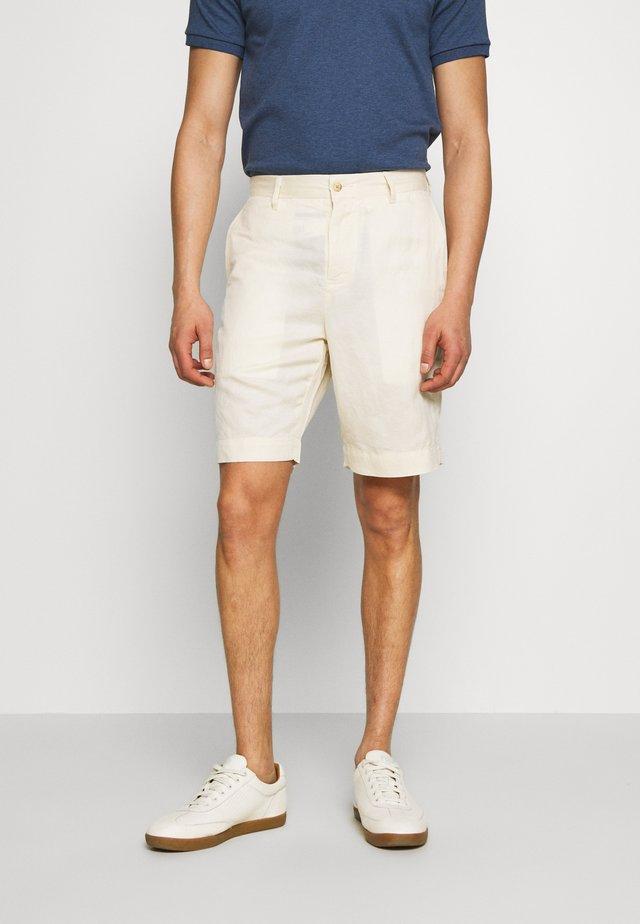 CLASSIC FIT NEWPORT - Shorts - andover cream