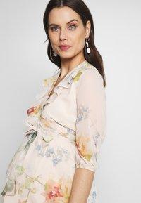 Hope & Ivy Maternity - SLEEVE WRAP DRESS - Maxi šaty - blush - 3