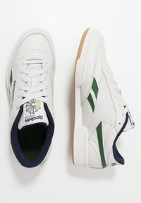 Reebok Classic - CLUB REVENGE - Sneakers laag - porcelain/utility green/vector navy - 1