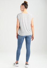 Vero Moda - VMAVA PLAIN - T-shirt basic - light grey melange - 2