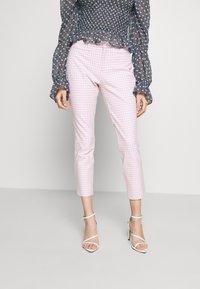 GAP Petite - ANKLE BISTRETCH  - Kalhoty - pink gingham - 0