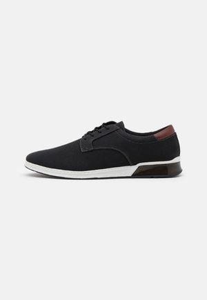 UMILIRI FLEX - Zapatos con cordones - black