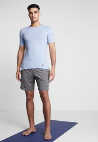 Nike Performance - DRY SHORT - Pantalón corto de deporte - black/heather - 1