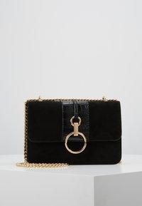 New Look - ROXANNE RING DETAIL CHAIN SHOULDER - Across body bag - black - 0