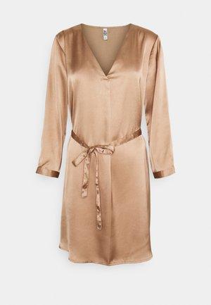 JDYFIFI SHORT DRESS - Denní šaty - chanterelle