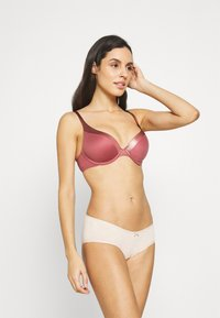Triumph - BODY MAKE UP SOFT TOUCH - Push-up bra - wild raspberry - 1