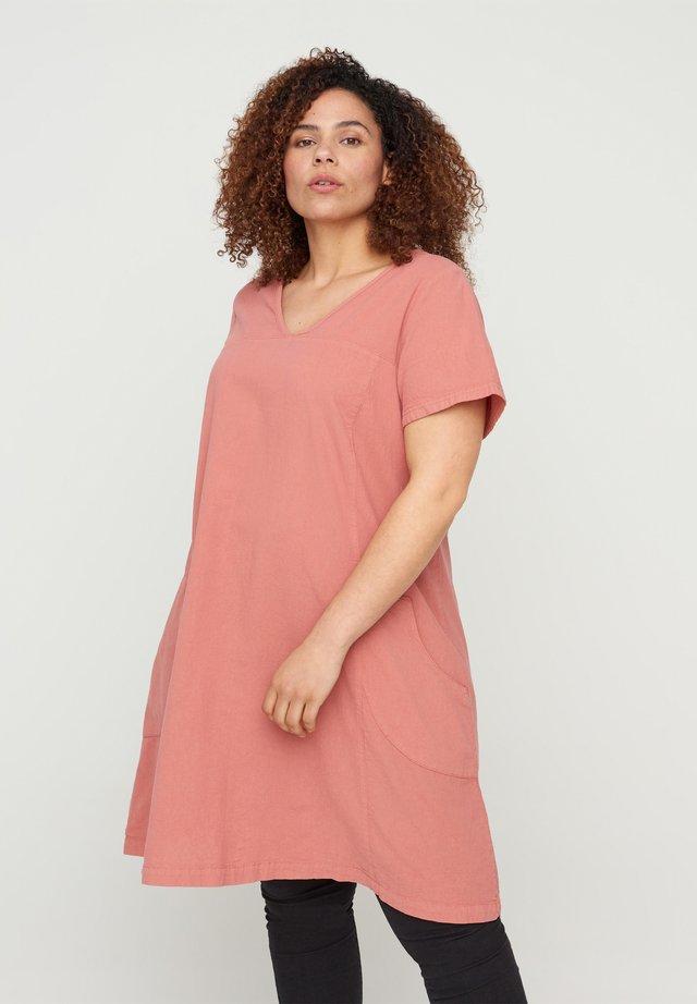 Korte jurk - canyon rose
