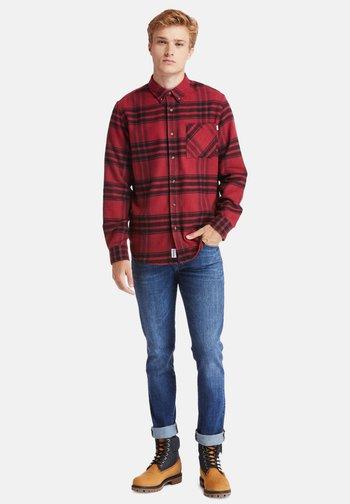 LS BACK RIVER - Shirt - rhubarb