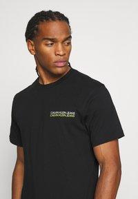 Calvin Klein Jeans - SKATER PHOTO NEON TEE - Print T-shirt - black - 3
