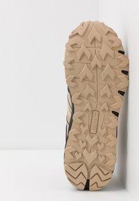 Hi-Tec - V-LITE SHIFT I+ - Hiking shoes - desert tan/black/red orange - 4