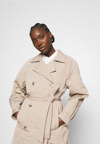 Selected Femme - SLFNINNA QUILTED  - Trenchcoat - silver mink - 3