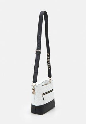ILLY BUCKET - Across body bag - white