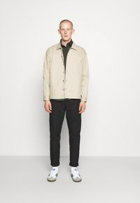 RETHINK Status - JACKET BACKPRINT - Kurtka wiosenna - sand - 1