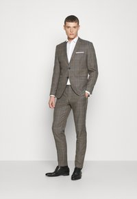 Selected Homme - SLHSLIM CHECK SUIT SET - Completo - sand - 1