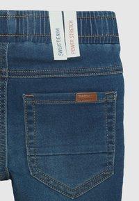 Name it - NMMROBIN DNMTHAYERS PANT - Jeans Slim Fit - medium blue denim - 2
