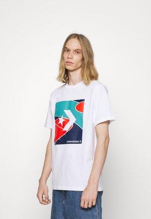 COLORBLOCKED COURT SHORT SLEEVE TEE - Print T-shirt - white