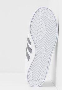 adidas Originals - COAST STAR - Sneakersy niskie - footwear white/grey three - 4