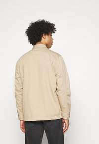 Lee - BOX POCKET OVERSHIRT - Giacca leggera - service sand - 2