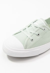 Converse - CHUCK TAYLOR ALL STAR BALLET LACE - Sneakersy niskie - green oxide/moonstone violet - 2