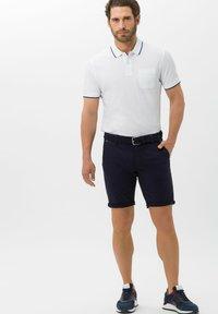 BRAX - BENNET - Denim shorts - marine - 1