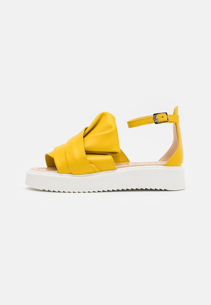 N°21 - Sandals - yellow