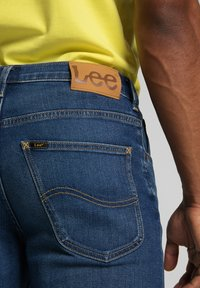 Lee - BROOKLYN - Jeans straight leg - mid worn in ray - 5