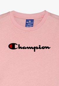 Champion - ROCHESTER CHAMPION LOGO CREWNECK - Print T-shirt - light pink - 3