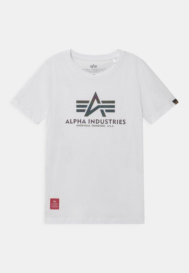 BASIC RAINBOW REFLECTIVE PRINT  - Print T-shirt - white