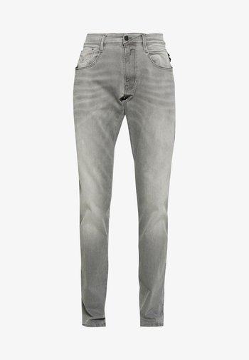 ANBASS HYPERFLEX - Slim fit -farkut - medium grey