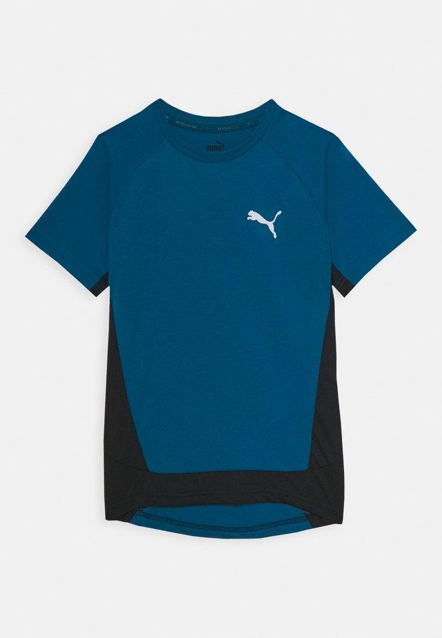 EVOSTRIPE TEE - Print T-shirt - digi-blue