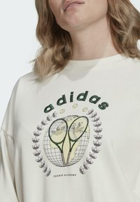 adidas Originals - TENNIS LUXE GRAPHIC SWEATER ORIGINALS PULLOVER - Sweatshirt - off white - 4