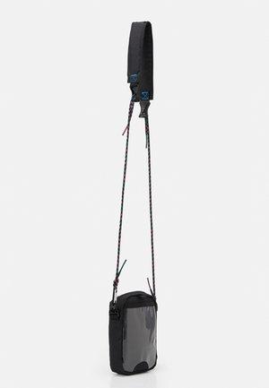 UTILITY COMMS POUCH 2.0 - Across body bag - black