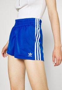 adidas Originals - Shorts - team royal blue/white - 5