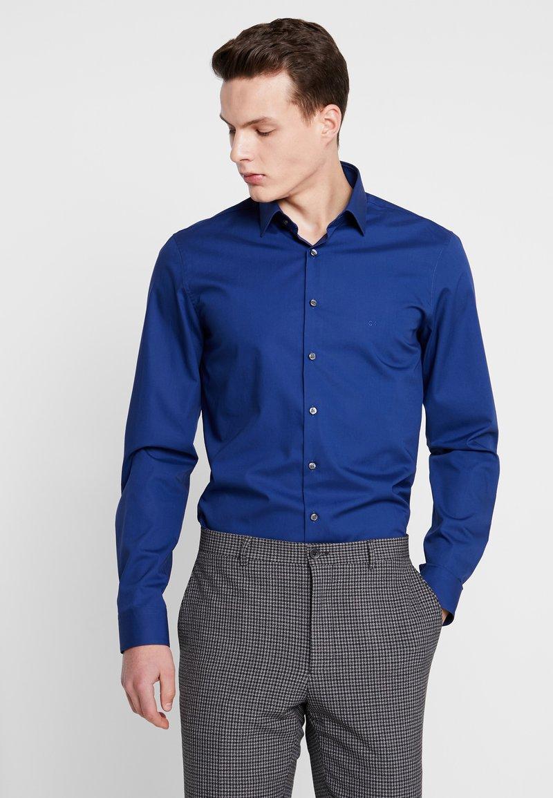 Calvin Klein Tailored - POPLIN STRETCH SLIM FIT - Formal shirt - blue