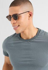 KIOMI - Sunglasses - brown - 0