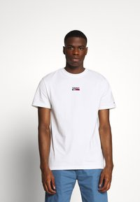Tommy Jeans - SMALL CENTERED LOGO TEE - Print T-shirt - white - 0