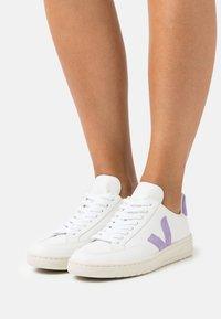 Veja - V-12 - Trainers - extra white/lavande - 0