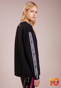 KARL LAGERFELD - TERRY - Sweater - black /white - 2